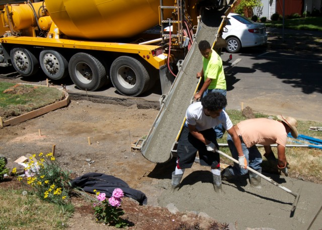 Sidewalk-Repair-Concrete-Pour